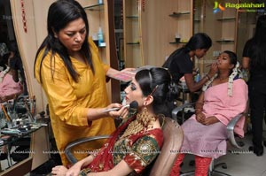 Lakme Artist Sushma Khan at Bridal Makeup Session