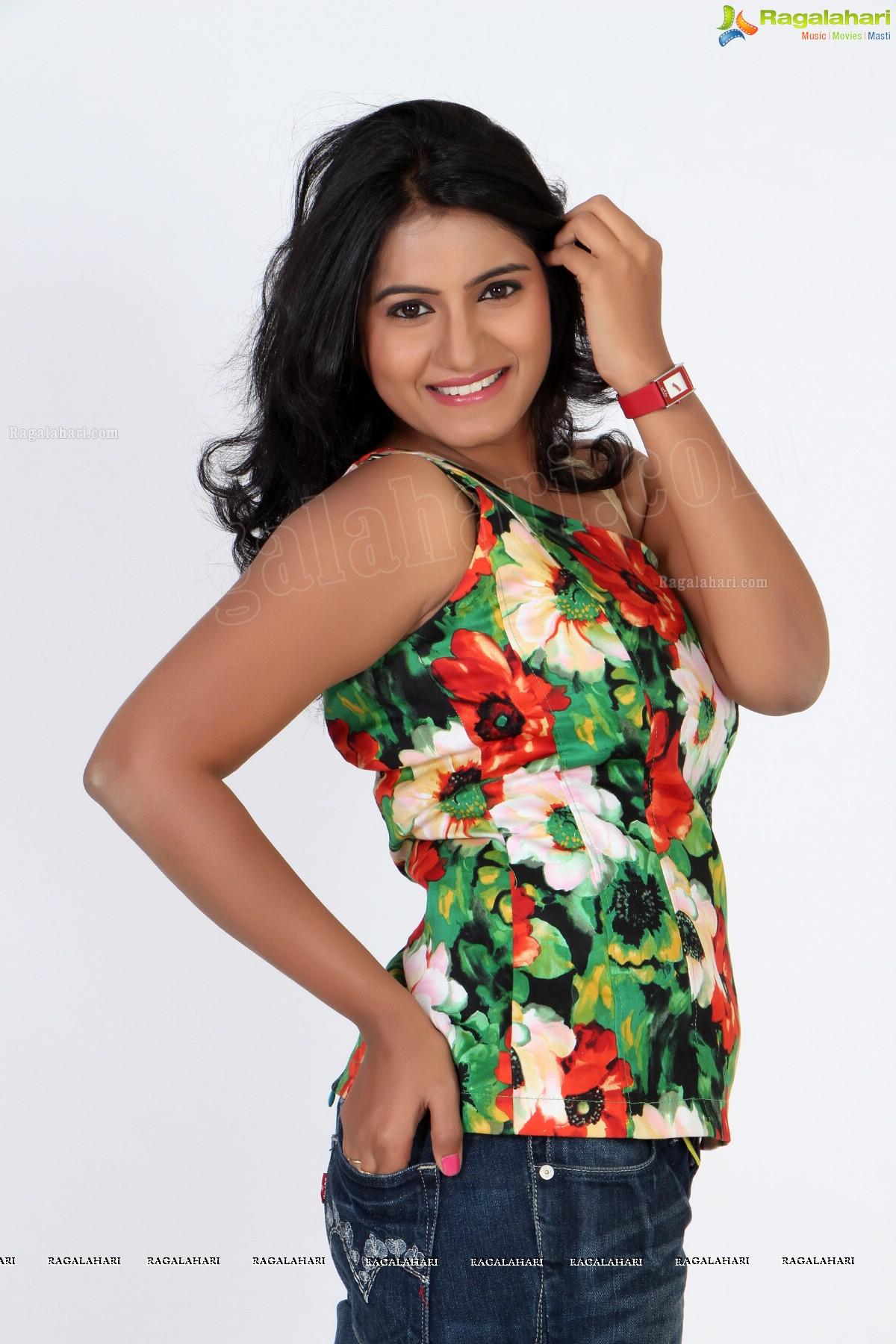 Tanusha (Exclusive)