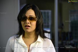 Nisha Kothari in Criminals