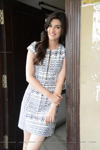 Kriti Sanon Hot Pics