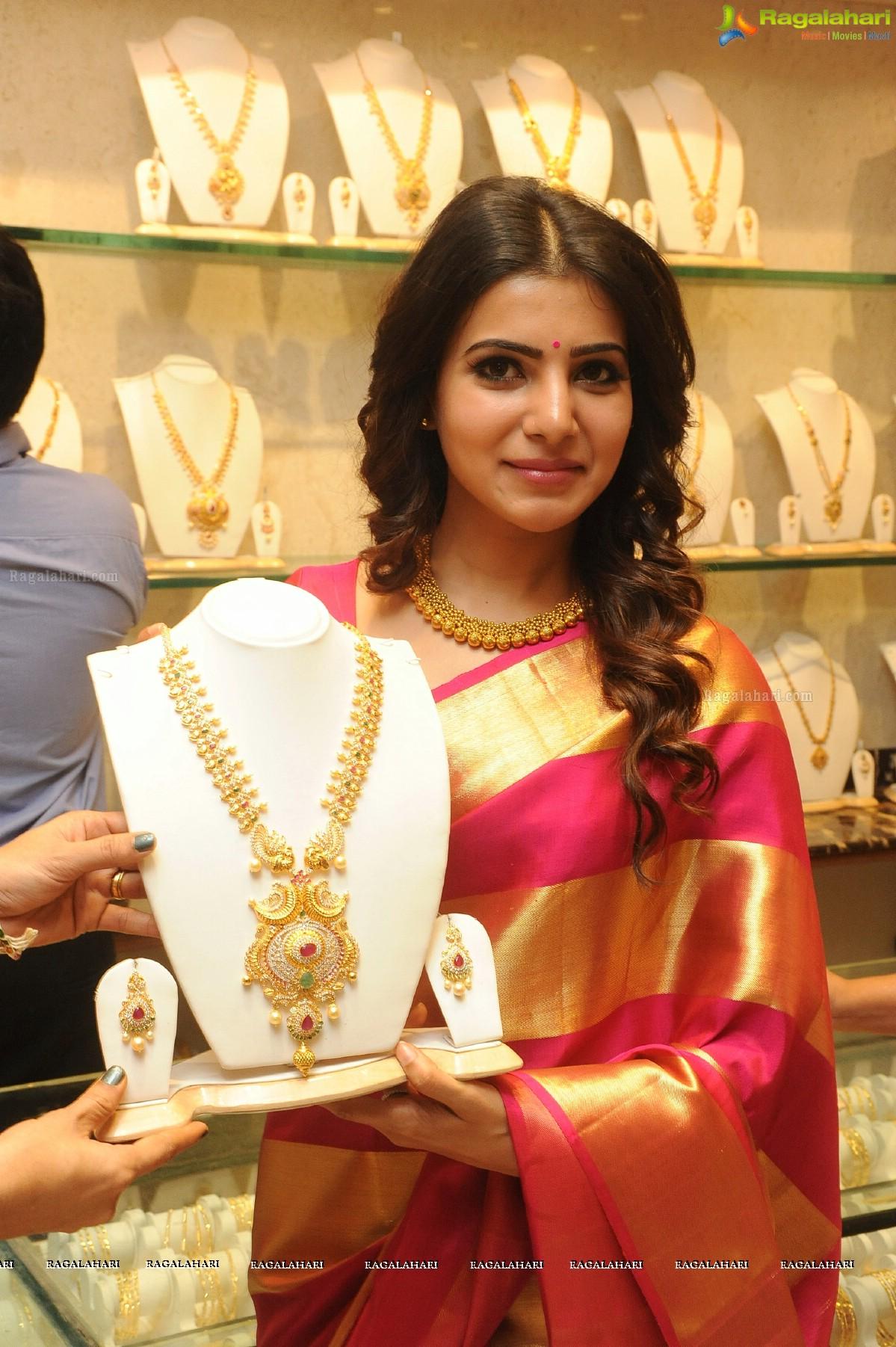 Samantha at JC Brothers Shopping Mall Launch