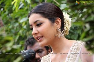 Raashi Khanna Memu Saitham