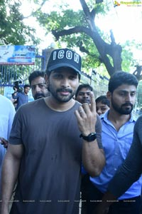 Celebrities Cast their Vote for Lok Sabha Elections