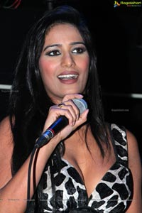 Party with Poonam Pandey at Kismet Pub