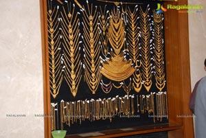 Jos Alukkas Platinum Jewellery Collection