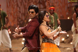 Okka Kshanam Song