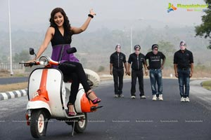 Athadu Aame Oo Scooter Song