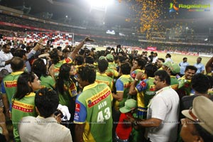 Kerala Strikers Vs Mumbai Heroes - Celebrity Cricket League