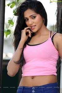 Shalu Chourasiya High Resolution Photos
