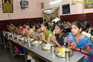 Mahesh and Namrata Offers Lunch for 650 Blind Children