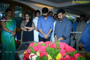 Tollywood Celebrities Pay Homage To Srikath Father