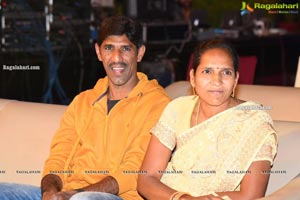 Father-Chitti-Uma-Karthik Prerelease Photos