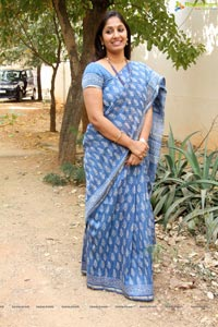 Anchor Jhansi in Saree