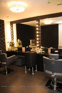 Mirrors Club Salon Banjara Hills