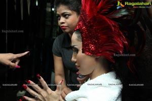 OPI Mirrors Luxury Salons