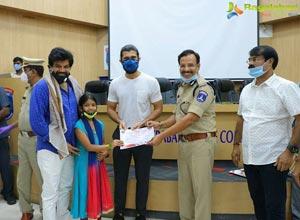Vijay Deverakonda Felicitates Plasma Donors