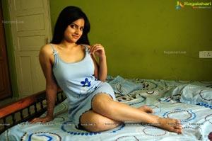 Ritu Kaur Hot Photos in Casual Wear