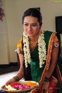 Don't Miss! Isha Chawla in Hot Saree