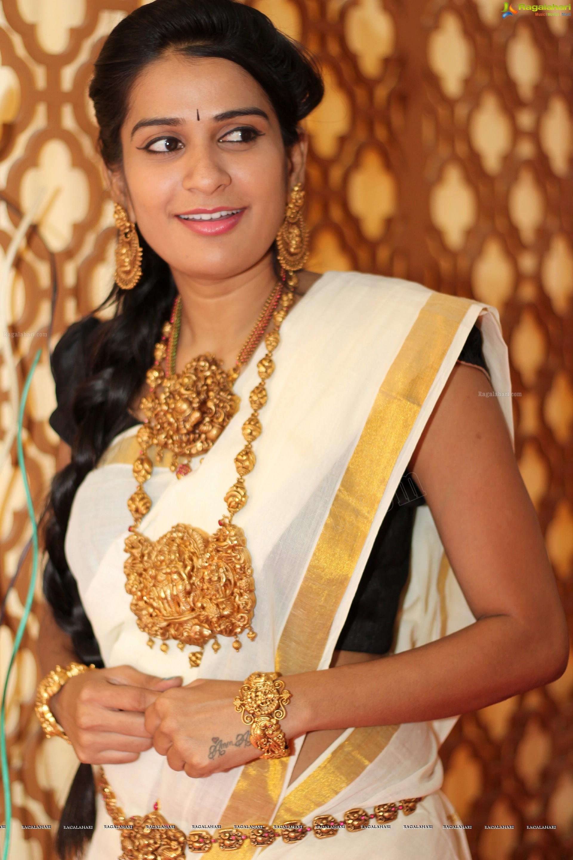 Sruthi Varma (High Definition)