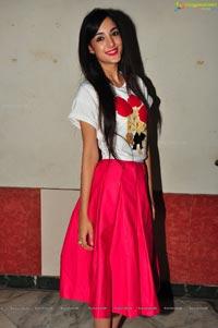 Telugu Cinema Actress Kanika Kapoor Photos