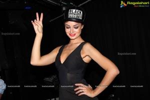 DJ Arina Blau
