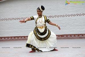 Krishnam Vande Jagad Gurum