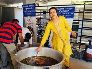 Sanjana Galrani Distributes Food and Essentials