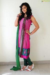 Indian Girl Ritu Kaur Hot Photos