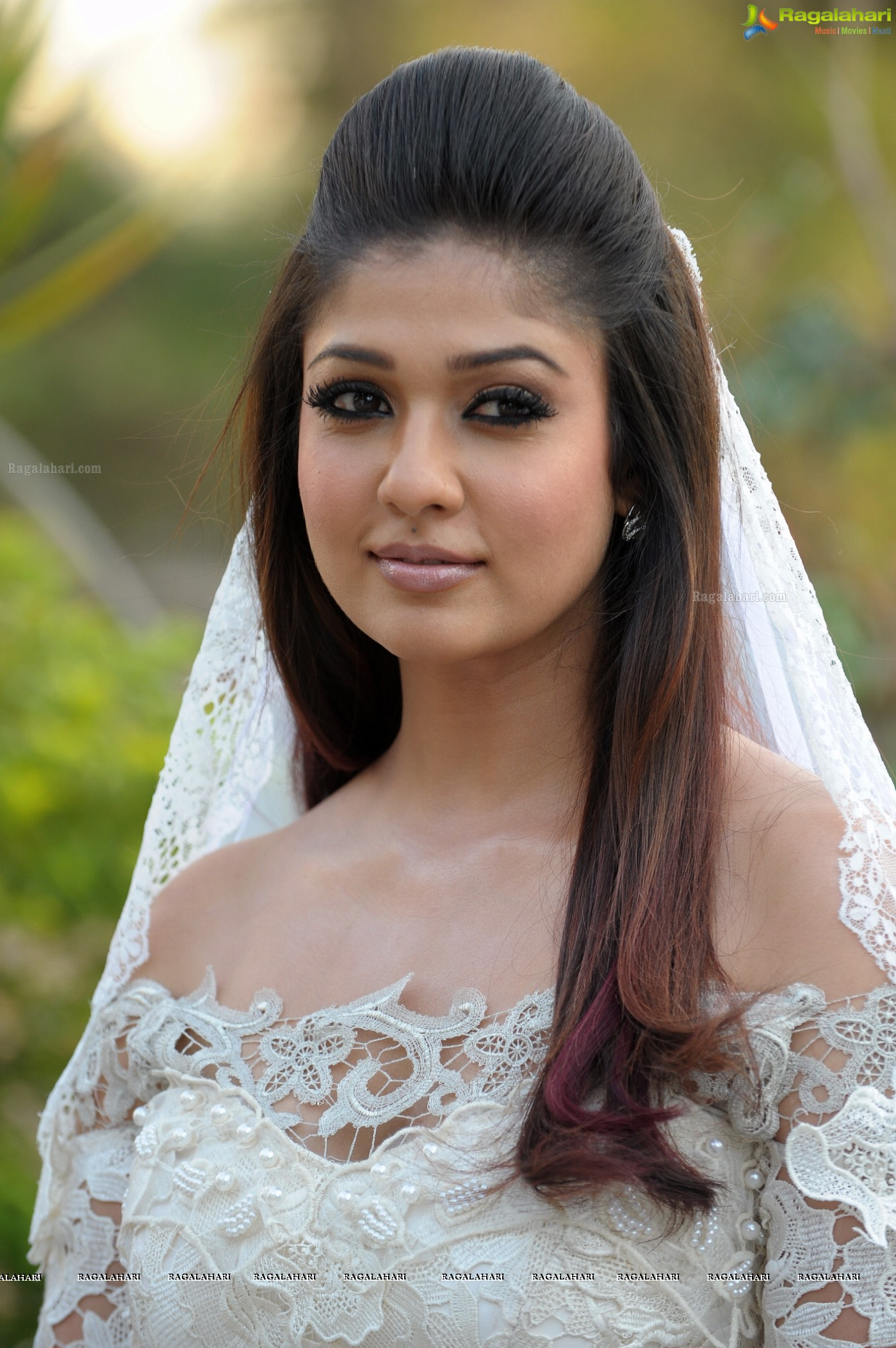 Nayanatara Stills from Raja Rani - HD Gallery