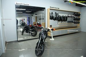 Revolt Intellicorp AI-Enabled Motorcycle RV 400 in HYD