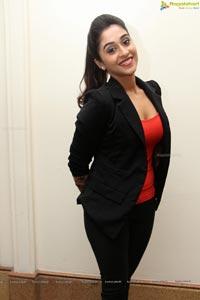 Regina Cassandra Gorgeous Stills