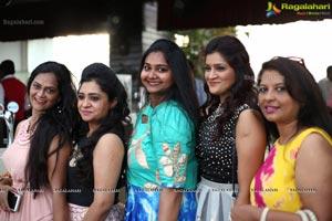 Divinos Ladies Club Karaoke