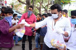 Manchu Manoj Arranged Busses For Migrant Laborers