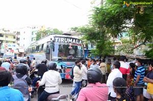 Manchu Manoj Arranged Busses For Migrant Laborers