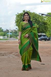 Nara Rohit, Regina Cassandra