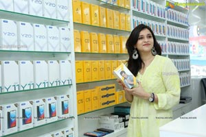 Cellbay 55th Store Launch by Mannara Chopra