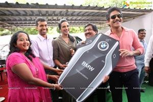 P V Sindhu Receives a BMW Car by V Chamundeswara Nath