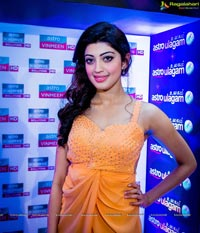 Pranitha Subhash SIIMA 2014