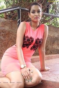 Rraxshmi Tthakur